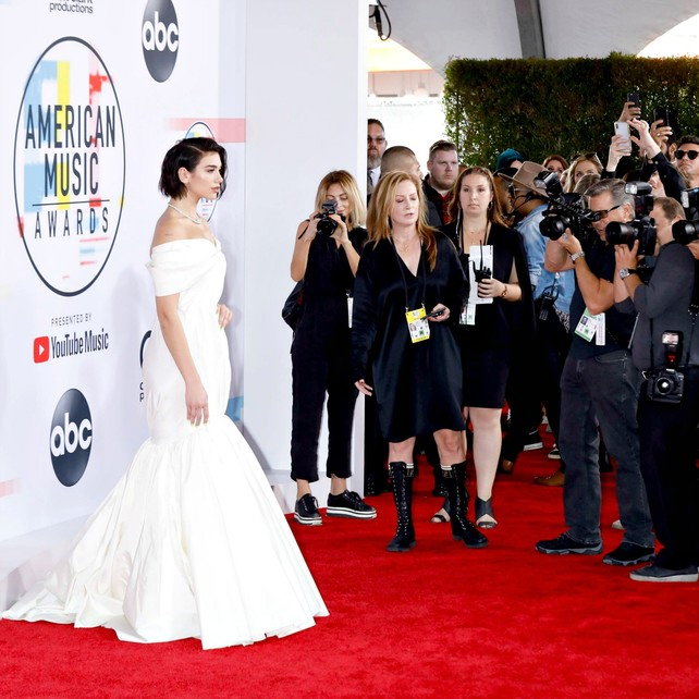 american-music-awards-2018:-la-alfombra-roja